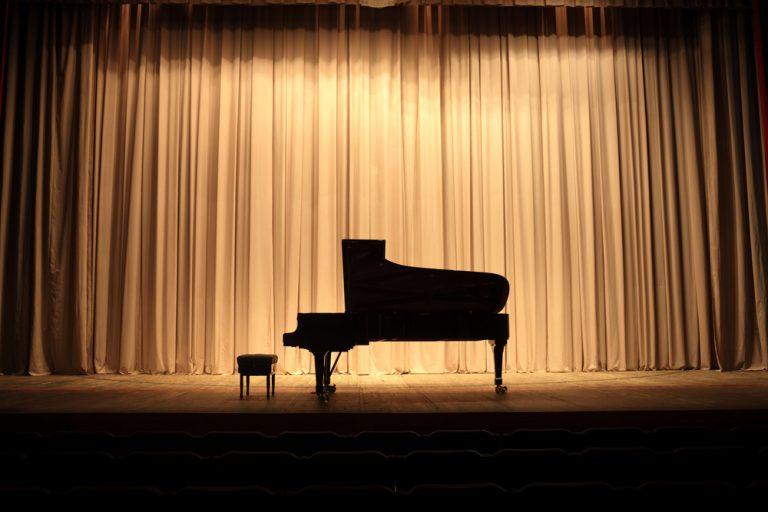 ピアノ発表会の案内状の書き方|文例つき