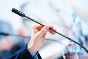 「僭越ながら」の意味・使い方|ビジネスメールやスピーチの例文つき