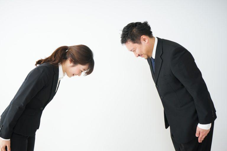 「ご苦労様です」「お疲れ様です」の違い・使い分け方|上司や目上の人に失礼なのはどっち?