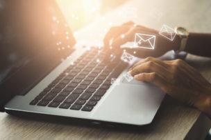 「取り急ぎご報告まで」の意味・使い方(例文つき)|返信メールの書き方は?